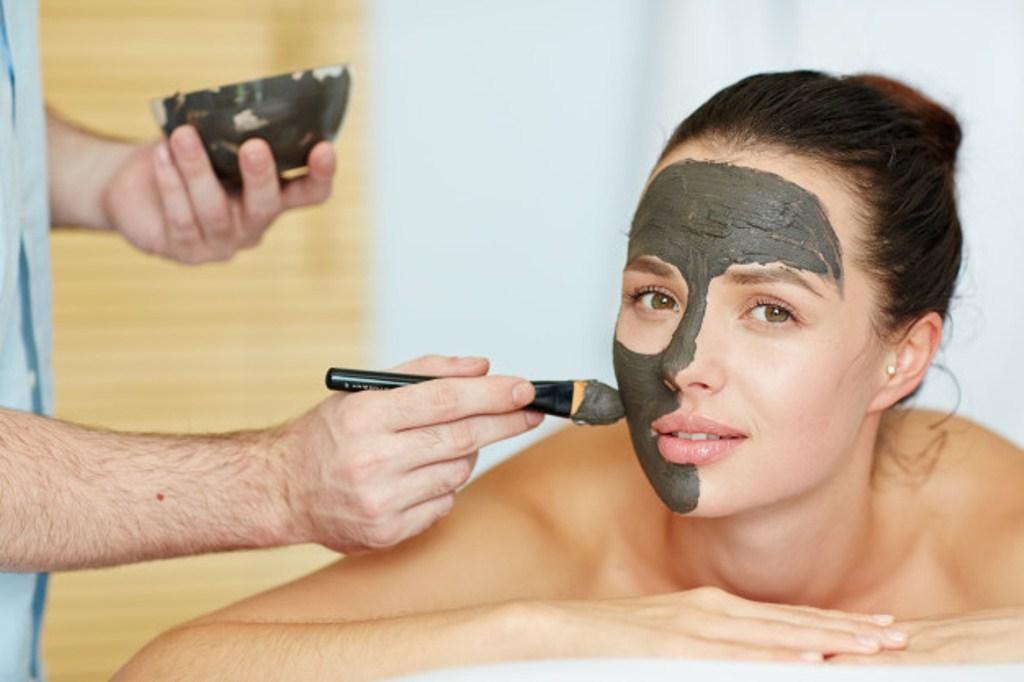 Mascarilla de carbón purifica tu piel