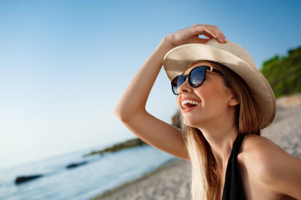 Trucos para evitar las manchas solares en la piel