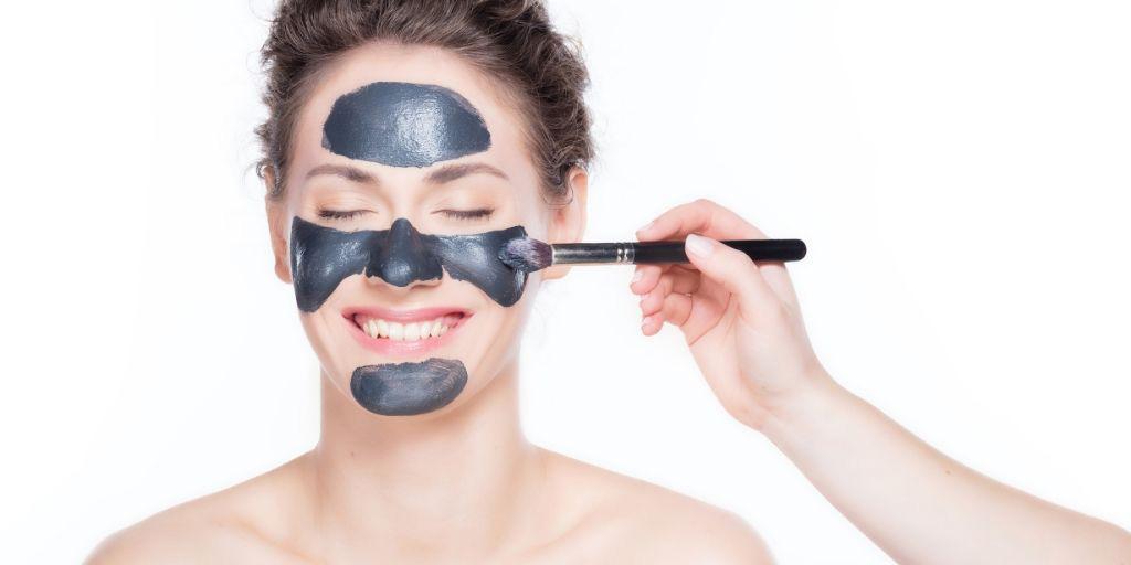 Mascarilla facial de carbón activo